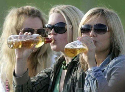 Женщины употребляют алкоголизм