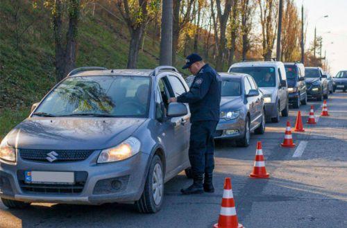 Полиция останавливает водителей